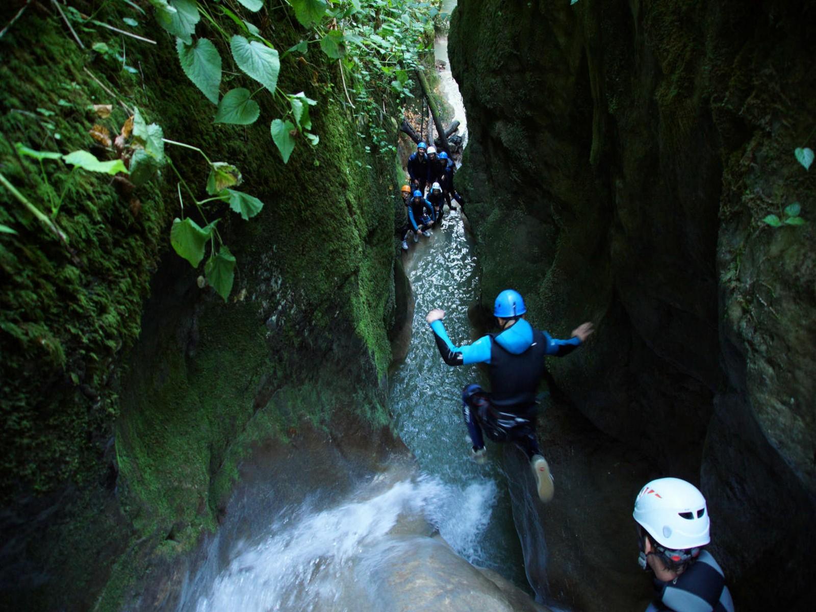 canyoning près du lac activité pour séminaire à Aiguebelette
